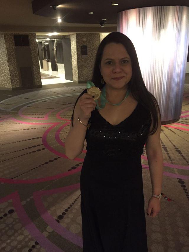 Con la medalla de nominada !!!